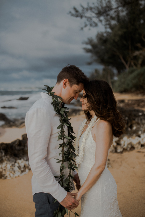 kauai wedding photographer at tunnels beach