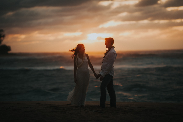 kauai wedding photographer at tunnels beach sunset